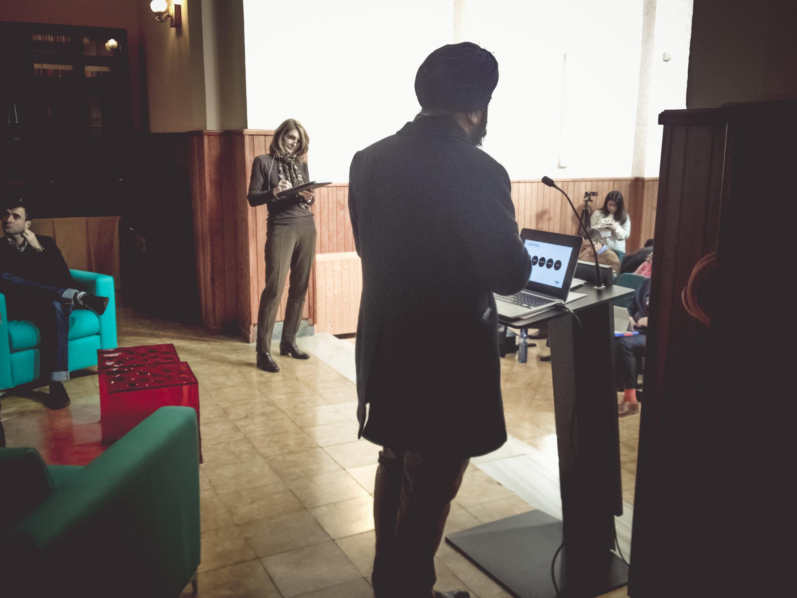 novalo_noticias_conferencia_Indy_Johar