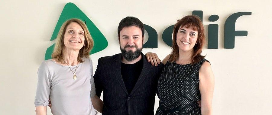 Intérpretes de Nóvalo junto a Carlos Bolívar, CEO de Nóvalo